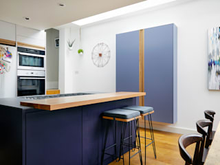 Highbury Kitchen Modern kitchen by NAKED Kitchens Modern