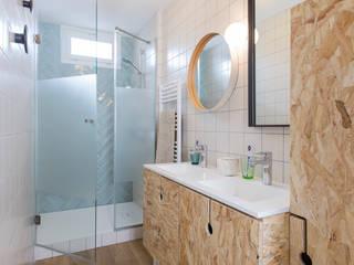 Maison SCT: Salle de bains de style  par Agence hivoa