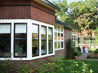 Modernisierung und Wohnraumerweiterung Wohnhaus Amersfoort (NL) :  Einfamilienhaus von Resonator Coop Architektur + Design,