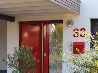 Neubau Wohnhaus Aschaffenburg:  Einfamilienhaus von Resonator Coop Architektur + Design,