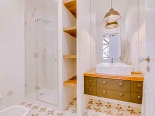 Apartamento Rua Boavista / Lisboa - Apartment in Rua Boavista / Lisbon: Casas de banho modernas por Ivo Santos Multimédia