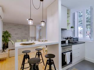 Modern kitchen by Ivo Santos Multimédia Modern