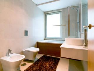 Baños de estilo moderno de Ivo Santos Multimédia Moderno
