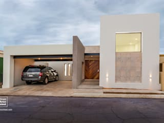 Grupo Arsciniest Minimalist houses Solid Wood White