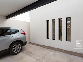 Grupo Arsciniest Minimalist garage/shed Concrete White