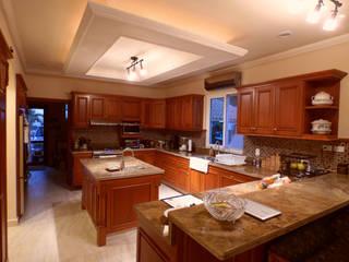 Built-in kitchens by DHI Arquitectos y Constructores de la Riviera Maya, Classic