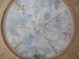 Soffitto dipinto a cielo Colori nel Tempo - decorazioni pittoriche Soggiorno classico Verde