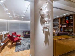 Design e Bossa: Salas de estar  por studio TWB arquitetura