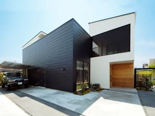 モノトーンの外観デザイン モダンな 家 の TERAJIMA ARCHITECTS モダン