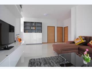 Modern Living Room by บริษัท ถาวรเจริญทรัพย์ จำกัด Modern