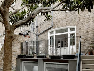 Barton Road Extension:  Terrace by R+L Architect