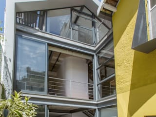 Retrofit de Residência no Humaitá: Casas familiares  por Baumann Arquitetura,Moderno Metal