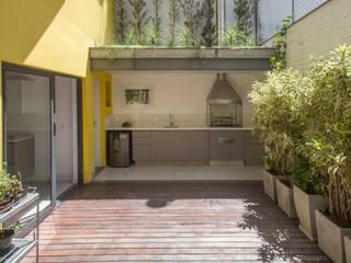 Pátio: Jardins de inverno  por Baumann Arquitetura,Moderno Madeira Efeito de madeira