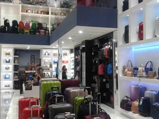 LOCAL COMERCIAL VAGABOND PLAZA SENDERO LOS MOCHIS: Centros Comerciales de estilo  por ARQUITECTURA CONSTRUCCION