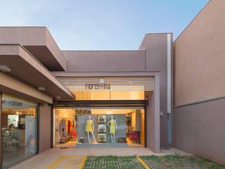 Casas de estilo moderno de Charis Guernieri Arquitetura Moderno