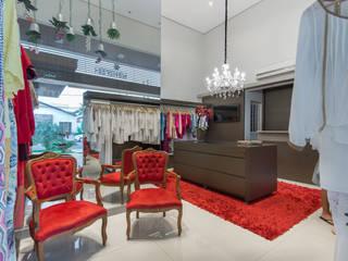 Salones de estilo clásico de Charis Guernieri Arquitetura Clásico