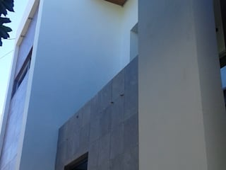 REMODELACION DE FACHADA: Casas de estilo  por ARQUITECTURA CONSTRUCCION