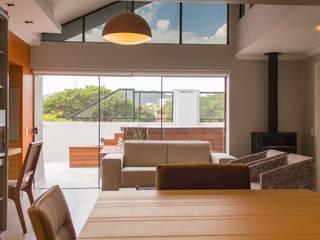RETROFIT EM COBERTURA: Salas de estar  por MKummel Arquitetura,Moderno