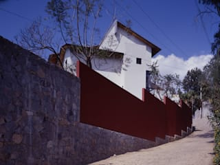Casa D-P : Casas unifamiliares de estilo  por VÁZQUEZ DEL MERCADO - ARQUITECTURA