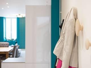 Aménagement pièce à vivre Couloir, entrée, escaliers modernes par Bulles d'Inspi Moderne