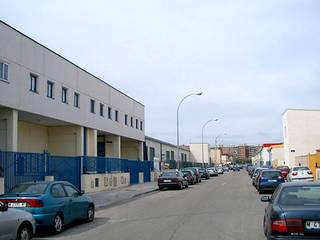 Estado previo de la fachada de la escuela: Escuelas de estilo  de Office for Strategic Spaces (OSS)