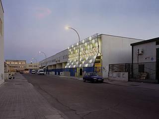 Cierre para una Escuela de Cine Escuelas de estilo moderno de Office for Strategic Spaces (OSS) Moderno