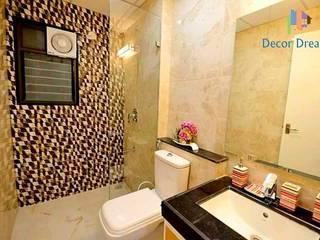 Independent Bungalow - Mr. Modi:  Bathroom by DECOR DREAMS