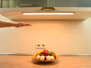 LED Unterbauleuchten und Leuchtmittel, bewegungsgesteuert dimmbar: modern  von Creoven,Modern