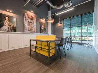Het Nieuwe Kantoor Den Haag:  Kantoor- & winkelruimten door You surround You