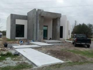 Fachada Principal: Casas unifamiliares de estilo  por H+A estudio de Arquitectura