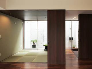 A-T house モダンデザインの リビング の アーキデザインワークス一級建築士事務所 モダン