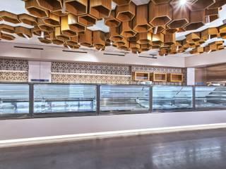 Rivestimento bar: Bar & Club in stile  di Romano pavimenti