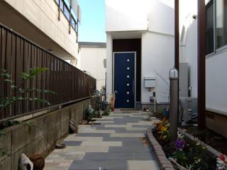 遊び心を形にした家: 前田敦計画工房が手掛けた庭です。