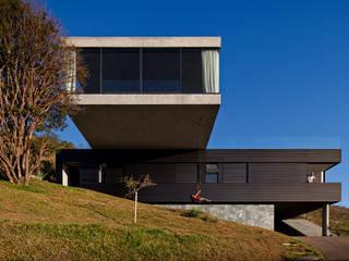 Casa EG: Casas familiares  por Play Arquitetura,Moderno