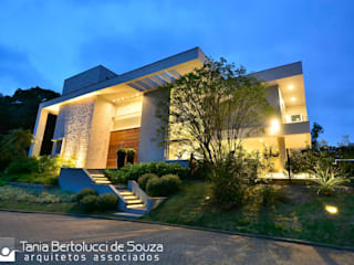 根據 Tania Bertolucci de Souza | Arquitetos Associados 現代風