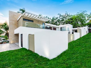 Single family home by Constructora e Inmobiliaria Catarsis
