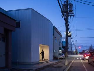 Casas minimalistas de 一色玲児 建築設計事務所 / ISSHIKI REIJI ARCHITECTS Minimalista