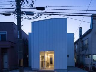 Casas de estilo  de 一色玲児 建築設計事務所 / ISSHIKI REIJI ARCHITECTS,
