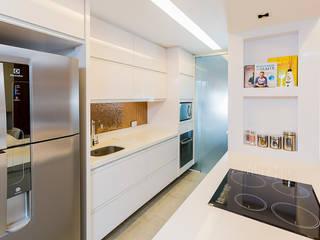 Apto RP_90m² Cozinhas modernas por Carolina Kist Arquitetura & Design Moderno