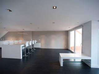 Reforma de ático en la costa vizcaína Salones de estilo moderno de Gumuzio&MIGOYA arquitectura e interiorismo Moderno