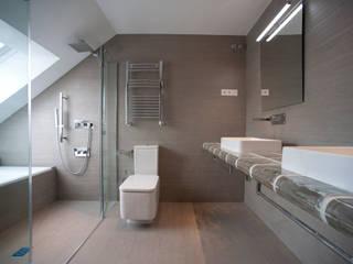 Modern bathroom by Gumuzio&MIGOYA arquitectura e interiorismo Modern