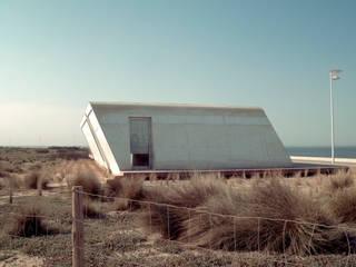 ALOHA | SURF BAR Espaços de trabalho minimalistas por HUGO MONTE | ARQUITECTO Minimalista