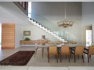Comedores de estilo moderno de Julice Pontual Arquitetura Moderno