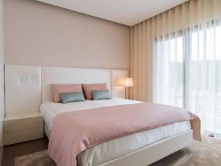 Minimalistische slaapkamers van UNISSIMA Home Couture Minimalistisch