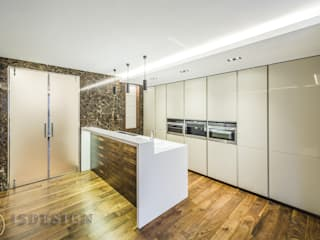 ISDesign group s.r.o. Built-in kitchens Wood Beige