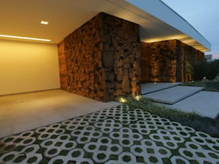 Modern houses by R|7 Mila Ricetti Arquitetos Associados Modern