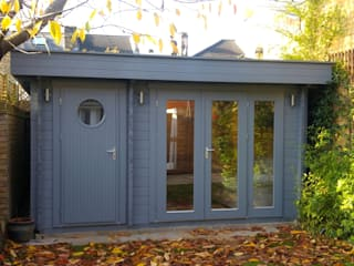 Garden Room with integral store room Garden Affairs Ltd Garage/Rimessa in stile moderno Legno Grigio
