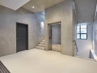 PATRICK HARNISCH ARCHITEKTEN Couloir, entrée, escaliers modernes