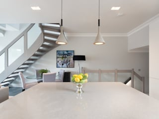 Cocinas de estilo  por London Home Staging Ltd, Moderno