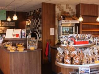 Bakkerij en Lunchroom Zuidhorn Moderne winkelruimten van janny doornbos architektonische vormgeving Modern